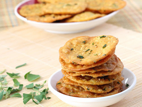 Methi Puri Recipe | Crispy and Chat Pati Methi Puri Recipe for Snake