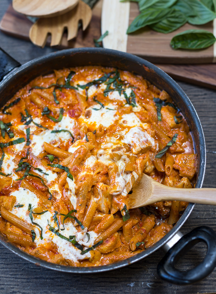 One Pot Chicken Mozzarella Pasta