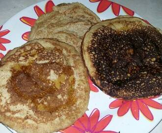 Hot cakes integrales con miel de maple y mantequilla