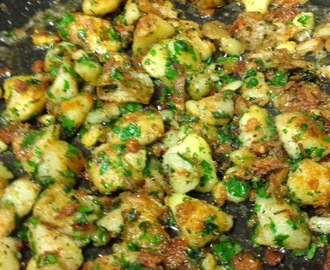New potatoes with garlic and rosemary by Maria Kuehn