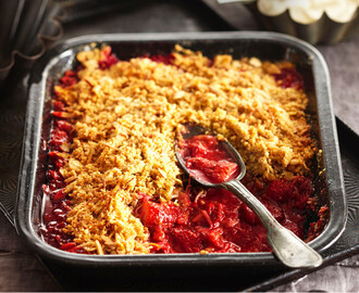 Rhubarb, strawberry & coconut crumble