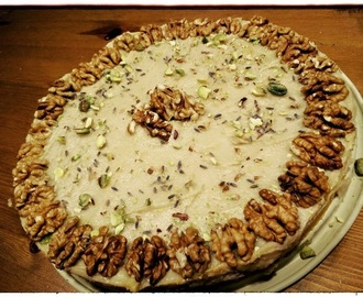 "SKINNY SINNER: #Raw carrotcake met #cashewtopping ""Vegetables are a must on a diet""... Cakeluv ladies!"