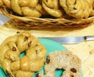 Great British Bake Along: Apple and Pear Green Tea, Cinnamon and Raisin Rye Rolls