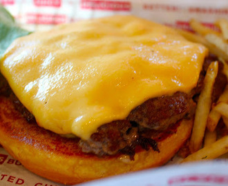 New Restaurant Opening: Smashburger Debuts in LA!