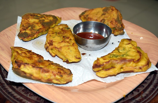 Bread Pakora / Fritters - A vegan and healthy kids' tiffin idea as well as evening snacks