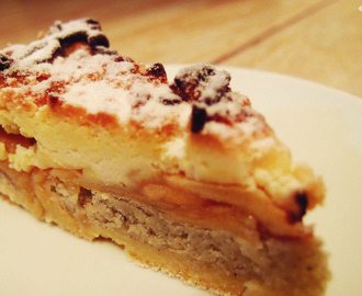 Almond apply crumble pie