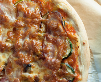 Pizza met courgette en spek