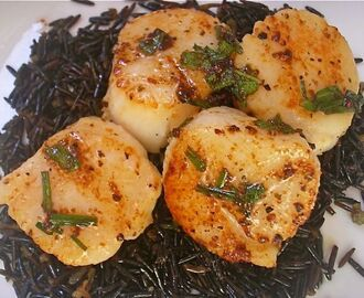 Pan-Seared Scallops with Browned-Butter White-Wine Sauce