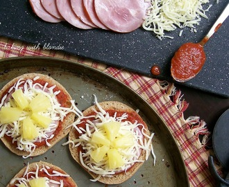 Easy Mini Pita Pizzas