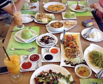 [Day 4] Lunch At Secret Garden, Thai Cuisine And Bakery