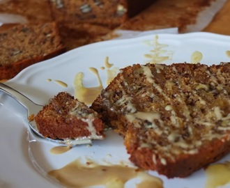 Pão de banana tostado com tahini e mel | Grilled banana bread with tahini and honey