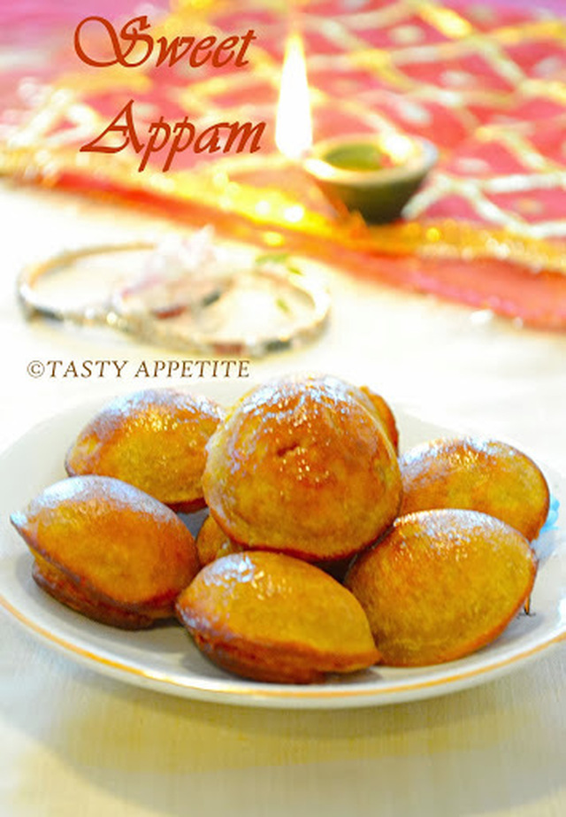 UNNIYAPPAM - UNNIYAPPAM RECIPE / NEI APPAM / KERALA STYLE RECIPE / EASY APPAM RECIPES