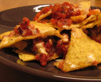 Nachos with salsa and cheddar