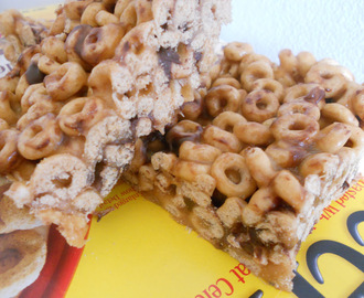Sticky, Gooey Cheerio Bars