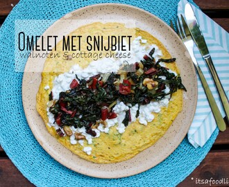 Omelet met snijbiet, walnoten en cottage cheese