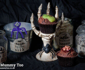 Halloween creative fun! How to make oozing slime cakes & gory brain cakes, plus grab these printable potion labels