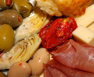 Italian Thanksgiving Antipasto Platters