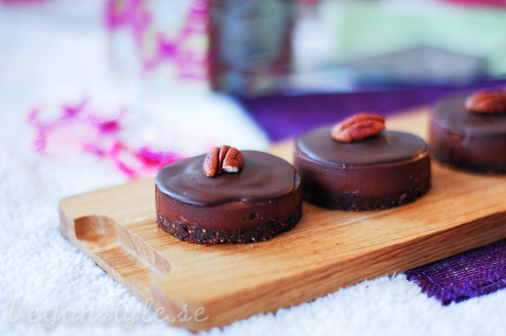 Raw Triple Chocolate Mini cakes