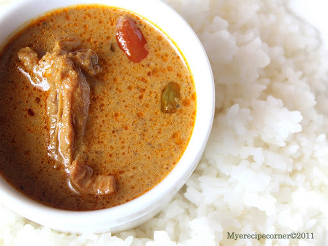 Chettinad Restaurant Style Chicken Kuzhambu/ Chettinad Restaurant Style Chicken Curry