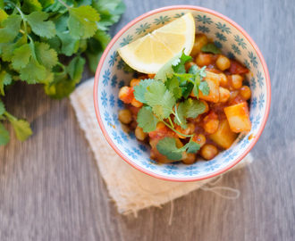 Quick and Easy Garbanzo bean (Chickpea) and Potato Curry Recipe. Vegan.