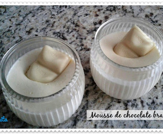 Mousse com chocolate branco c/ 3 ingredientes