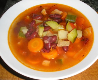 Minestrone leves.