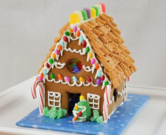 Homemade Gingerbread House {Recipe}
