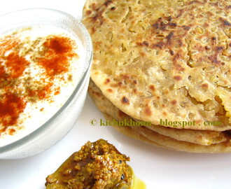 Bedai / Parathas stuffed with spicy Moong Dal