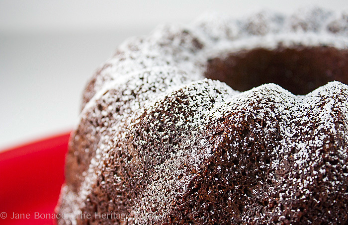 The Spicy Flavors of the Holidays – Gingerbread Bundt Cake!