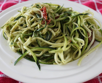 MOM: courgette met pesto