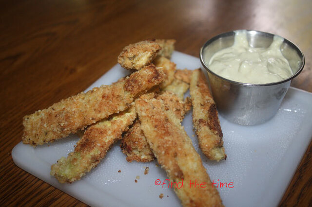 Zucchini Sticks and Yummy Dipping Sauce