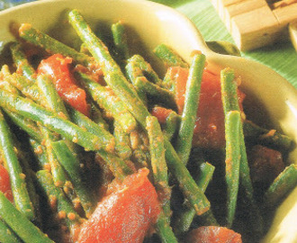 Long Beans with Tomatoes (Low Crabs Recipe)