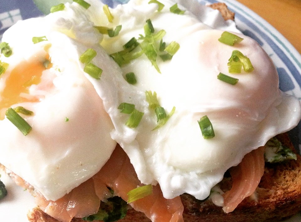 Low fat Salmon, spinach and poached egg breakfast