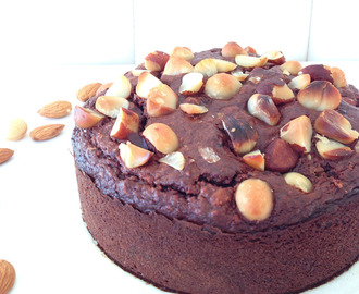 Friday Pieday: Sticky Snickers Cake