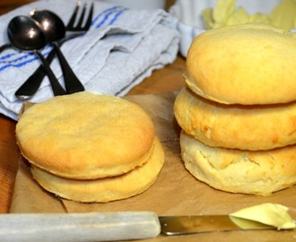 Buttermilk Biscuits, so easy and fluffy, mhhh...