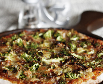 Broccoli and caramelized onion pizza