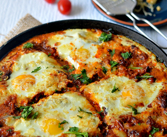 Shakshuka :: Baked Eggs in Tomato Sauce with Creamed Spinach and Kale :: Healthy one-pot meal