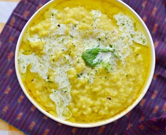 Moong Dal Khichdi :: Yellow Mung Lentil one pot curry :: Light and easy Dinner recipe