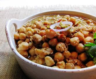Nani ke Pindi Chole (Chickpeas soaked in spices, my grandmother's style)
