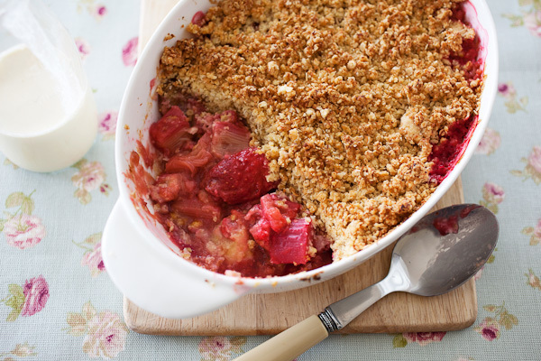 Rhubarb, Banana and Strawberry Crumble