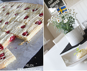 Hallon Blondies med glasskräm
