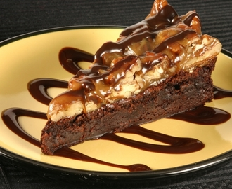 Turtle Brownie Cheesecake Bars for #ChocolateMonday (GF option)