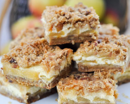 Caramel Apple Cheesecake Bars {Recipe}