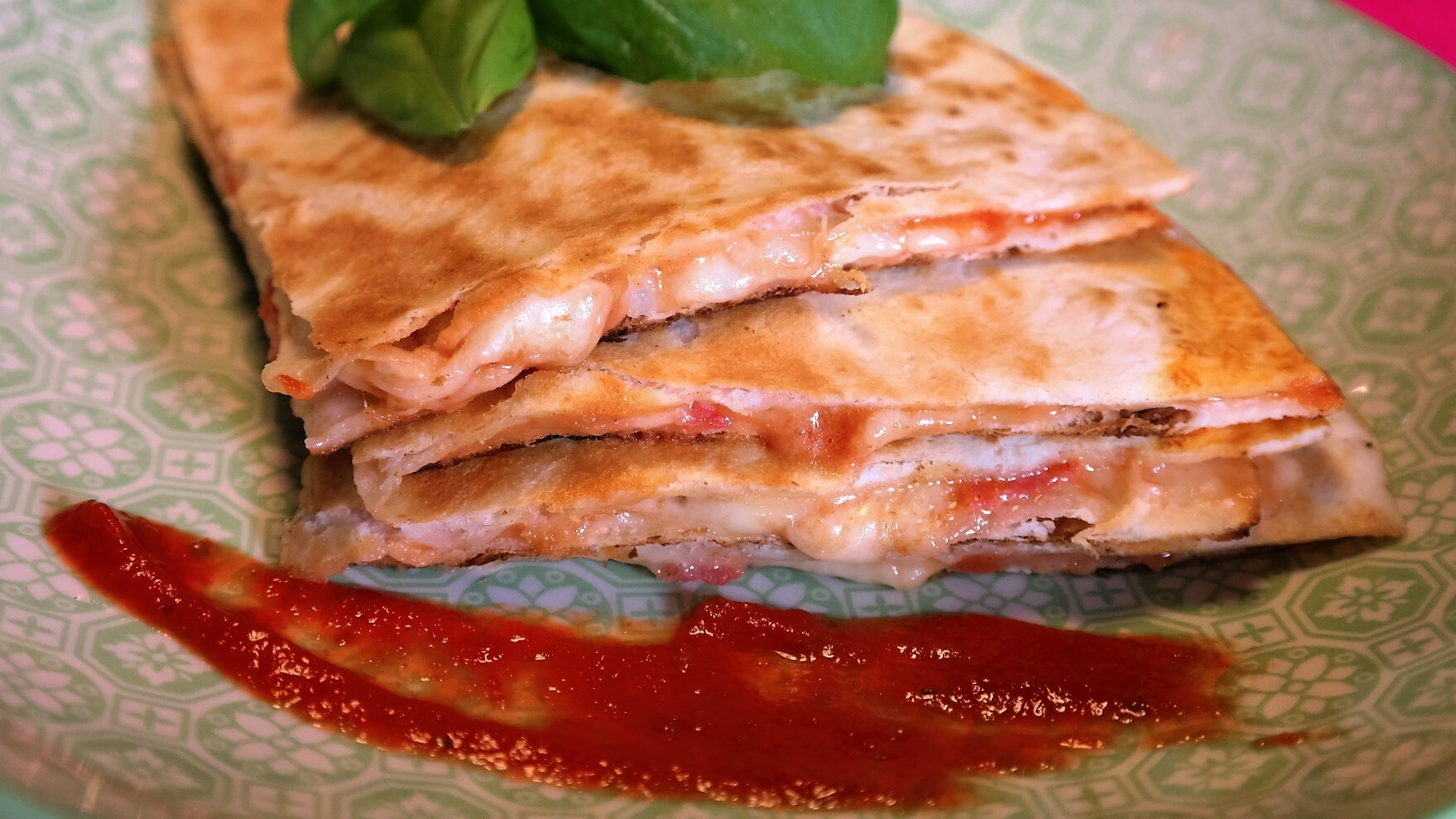 pizza quesadilla's