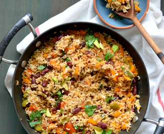 Mexican Brown rice and Quinoa skillet | Easy vegan one pot meal ready under 30 minutes