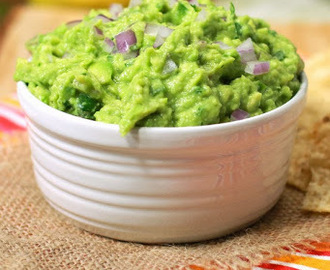 The Best Ever Guacamole - Copycat Chipotle Restaurant