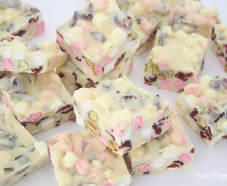 RECEPT | ROCKY ROAD FUDGE MET GEDROOGDE CRANBERRY'S EN PISTACHENOTEN