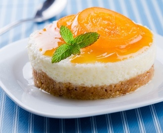 Cold cheese cake with mango jelly