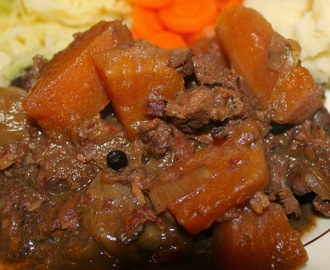 Venison and red wine slow cooker casserole