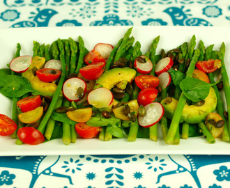 Avocado, asparagus and tomato salad (anti-candida)
